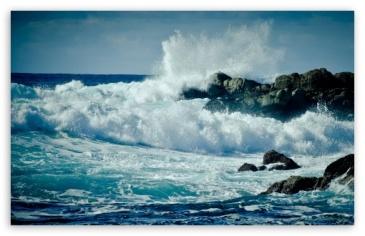 waves_crashing_on_rocks-t2